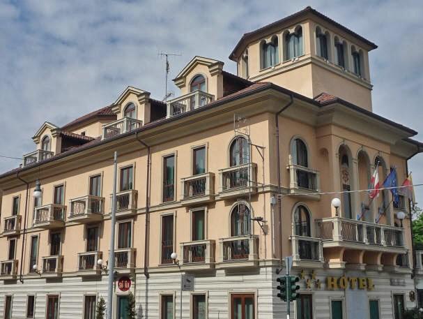 Montanaro torino s r l bugne in facciata - Porte finestre torino ...