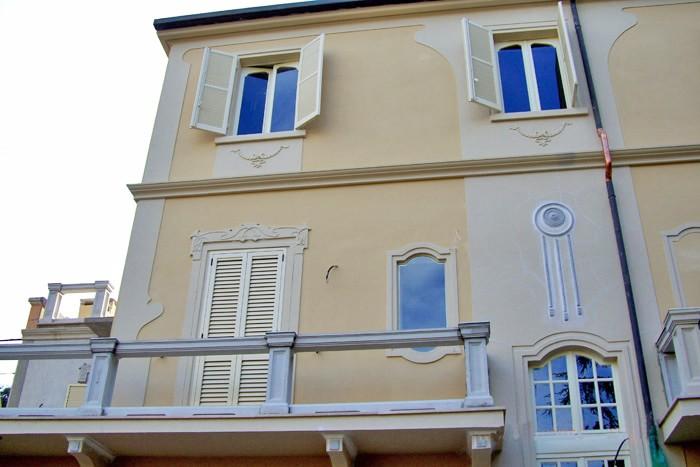 Contorni finestre in cemento - Decori per finestre esterne ...