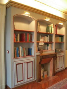 libreria in cartongesso con stucchi decorativi