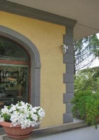 Montanaro torino s r l contorni porte e finestre in - Cornicione casa ...